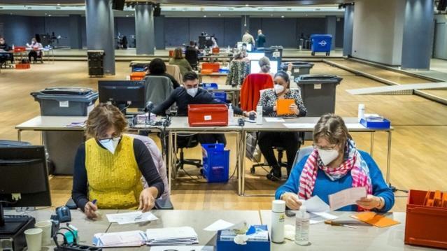 Hollanda'da genel seçim: Salgın yüzünden üç güne yayılan seçim bugün başlıyor